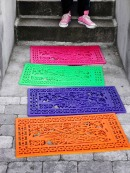 http://www.cozybliss.com/5-creative-diy-project-rubber-door-mat-decor/